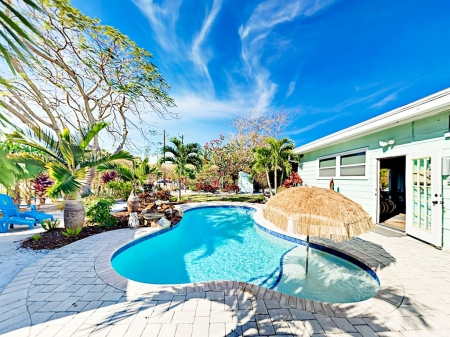 Private Pool, Cabana & Game Room - Walk Minutes to Beach, Shops, Dining