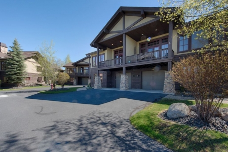 Greystone on Payette Lake-Beautiful Contemporary townhome one block from Marina