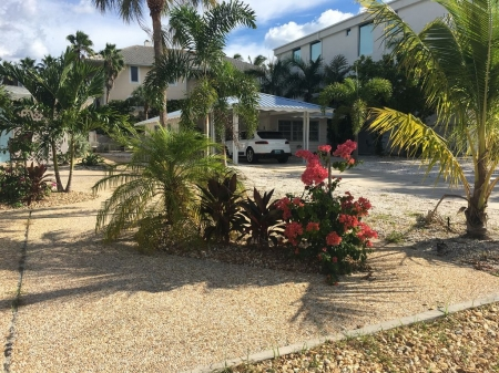 Cozy Beach cottage: 2 bdrm + sunroom, 2 ba; 20 meters from beach path