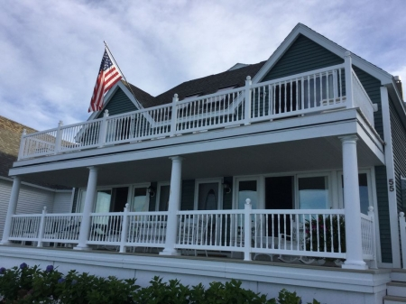 Gorgeous 6 Bedroom Ocean Front Home steps from Short Sands