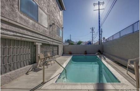 DESIGNER Townhome in Quiet Neighborhood