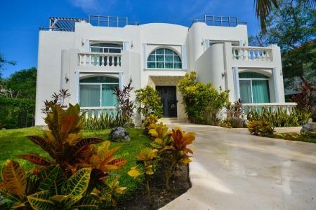 VILLA LA PERLA BLANCA spacious 4 Bedroom /4 baths/beautiful pool/ roof sunbed..