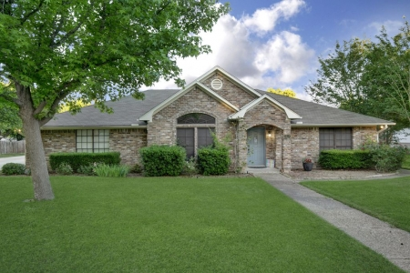 Relaxing 3-Bdrm, 3-Bath home near Waco, Texas with Quick Access to Interstate 35