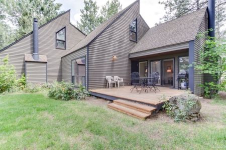 Dog-friendly Sunriver condo w/ great location & view, SHARC passes