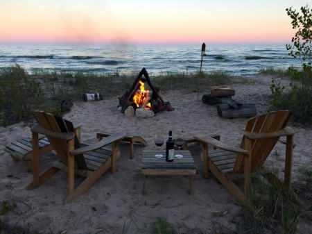 Romantic getaway or cozy and relaxing vacation right on Lake Michigan!