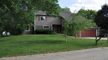 LARGE HOME LOCATED JUST ONE BLOCK FROM THE LAKE RIGHT OFF NORTH SHORE