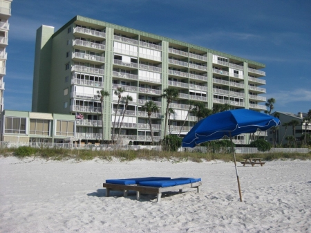 Redecorated Gulf Front Condo with Beach, Pool and Hot Tub, Free Wi-Fi and Phone