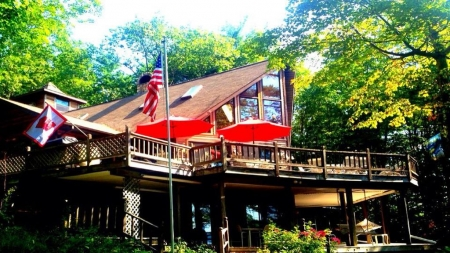 Private Waterfront Chalet on Wilson Pond 3.5 Mile long BASKETBALL COURT&TENNI