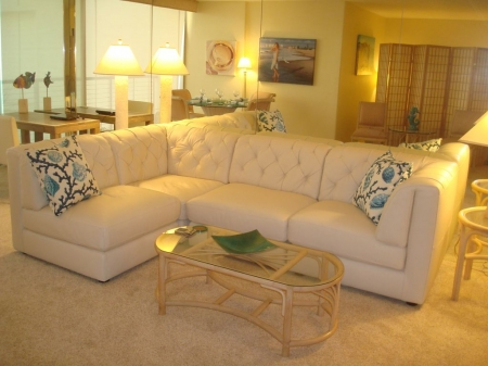SPECIAL WINTER RATES AVAILABLE ON DELUXE 1 BEDROOM BEACH CONDO WITH VIEW