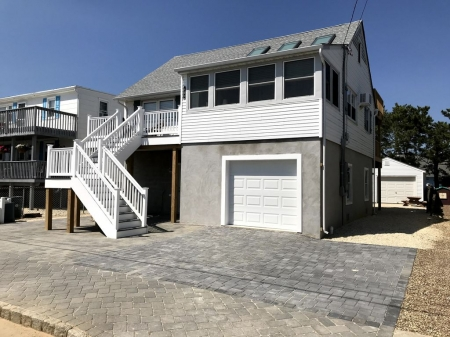 BEAUTIFULLY RENOVATED FOR 2018 - CHARMING cape in Beach Haven - GREAT Yard