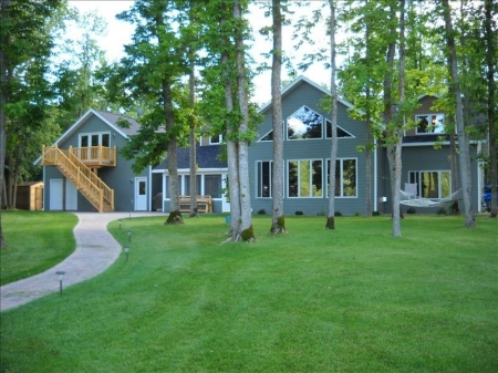 Large Lakehome on Secluded Howard Lake Ideal for Multi Familys
