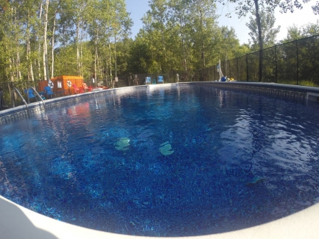 HUGE POOL+ HOT TUB! PRIVATE LAKE! FISHING, BBQ,VOLLEYBALL! OK-PETS! SEPT SALE!