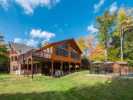 Large 4800 sq foot log home with 4 baths, pool during the summer
