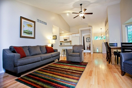 Large Saugatuck Condo, Wooded Ravine, Cathedral Ceilings, NO CLEANING FEES