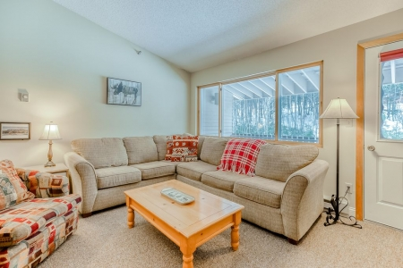 Mountain condo w/ a shared indoor hot tub & pool - ski-in/ski-out access