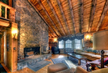 Moosehead Lakefront Log Home