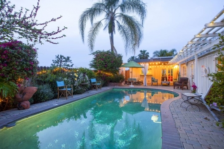 Family Friendly Hillside Retreat with Pool & close to Universal Studios