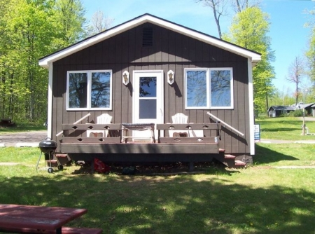 B & B Lakeside Cabin