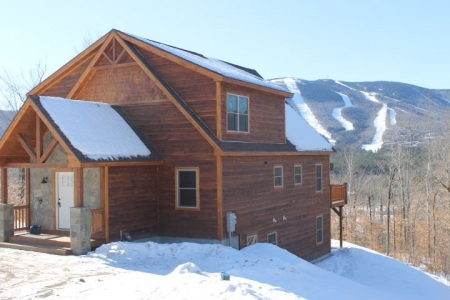 Mountain Ski Lodge with views of the slopes, 2 miles to the lifts